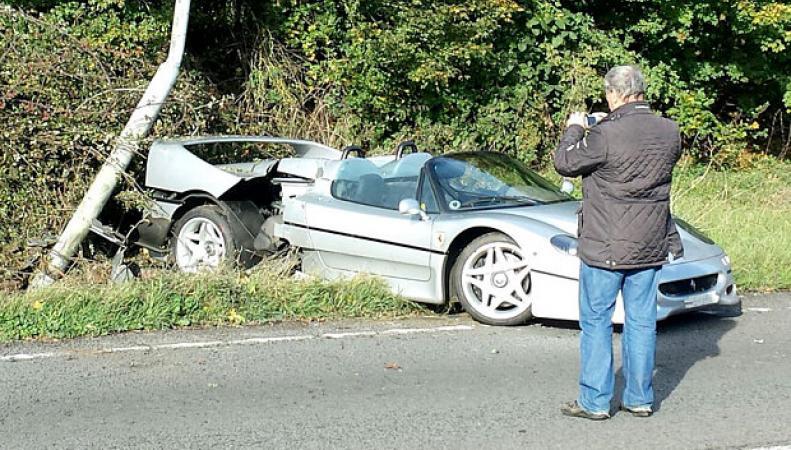 Ferrari редкой модели попал в ДТП возле Сильверстоуна