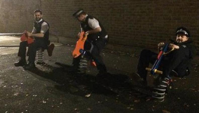 Полицейские Бритагнии понесут наказание за неуместную шутку на детской площадке
