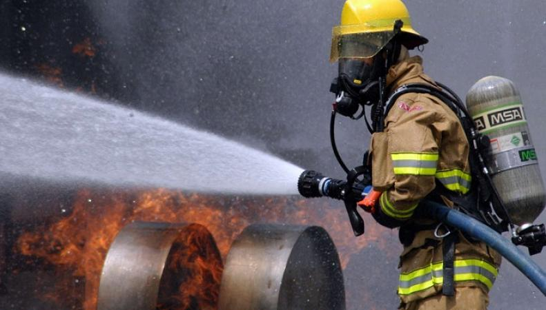 Под Лондоном полыхает сильный пожар