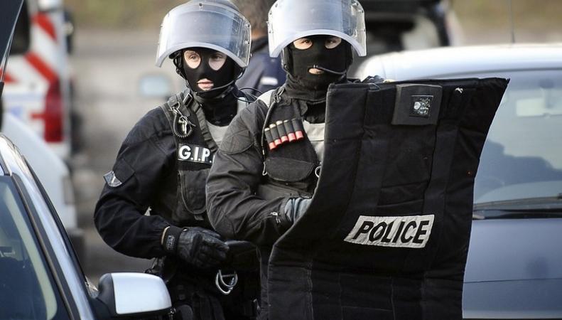Операция французской полиции по обнаружению преступников не дала результатов, http://sotnic.net/