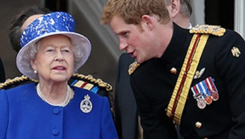Королева Елизавета II вручила принцу Гарри Орден