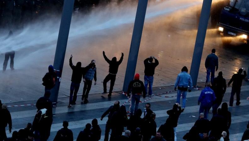 Митинг в Германии с участием футбольных фанатов