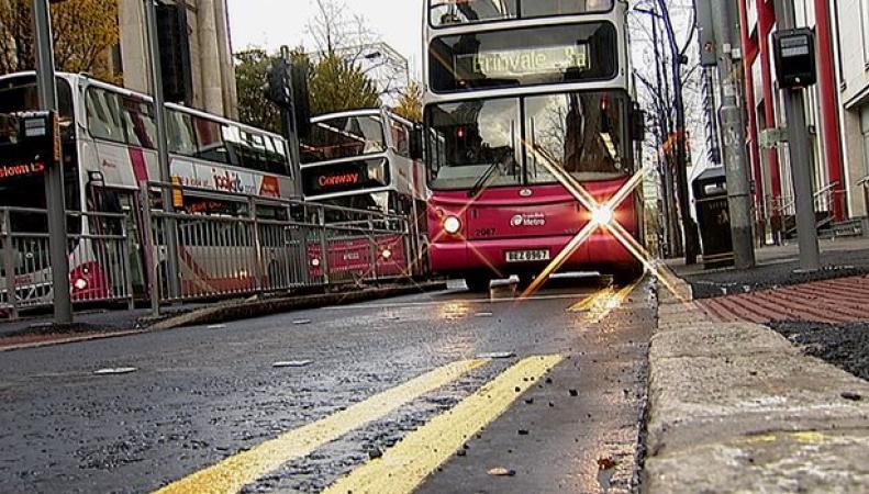 Автобусы на городской улице