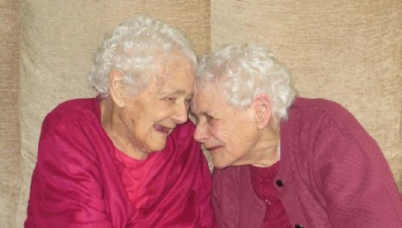 Умерли старейшие близнецы в Великобритании