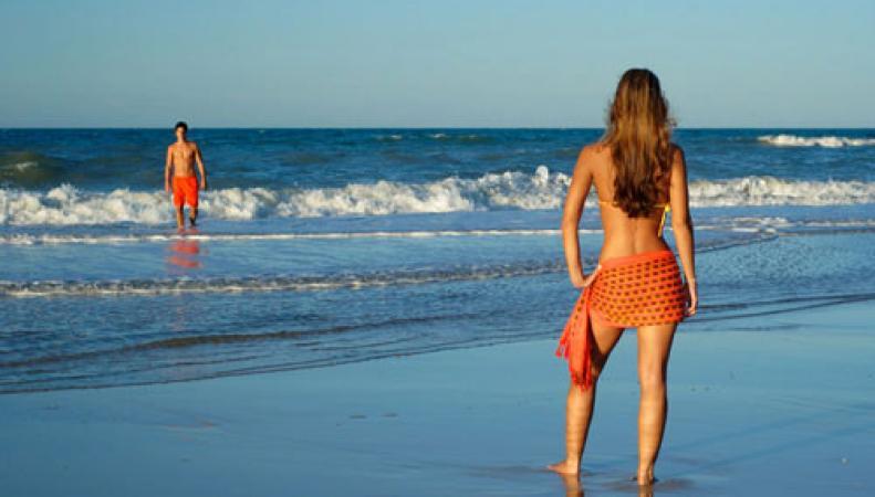На пляжах Гоа хотят запретить бикини