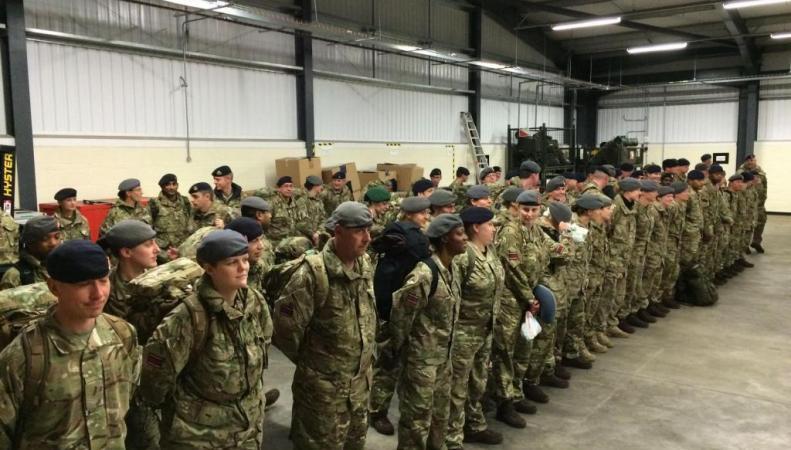 Британские военные медики перед отправкой в Западную Африку