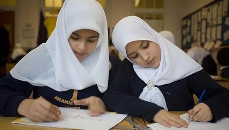 В Великобритании хотят перенести экзамены в школе в связи с месяцем Рамадан
