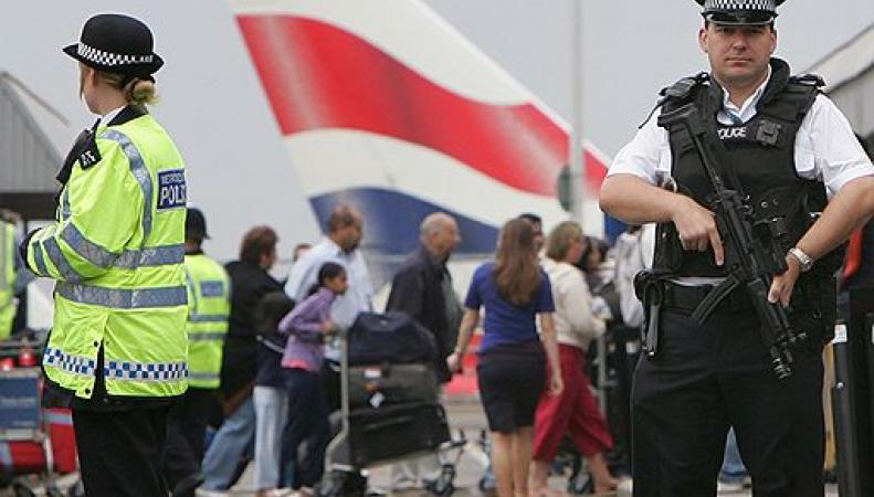 Полиция в аэропорту Хитроу