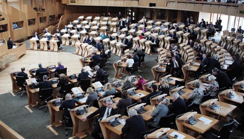 зал парламентских заседаний в Холируде
