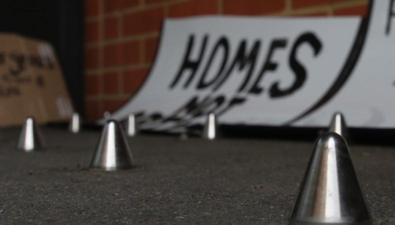 шипы против бездомных