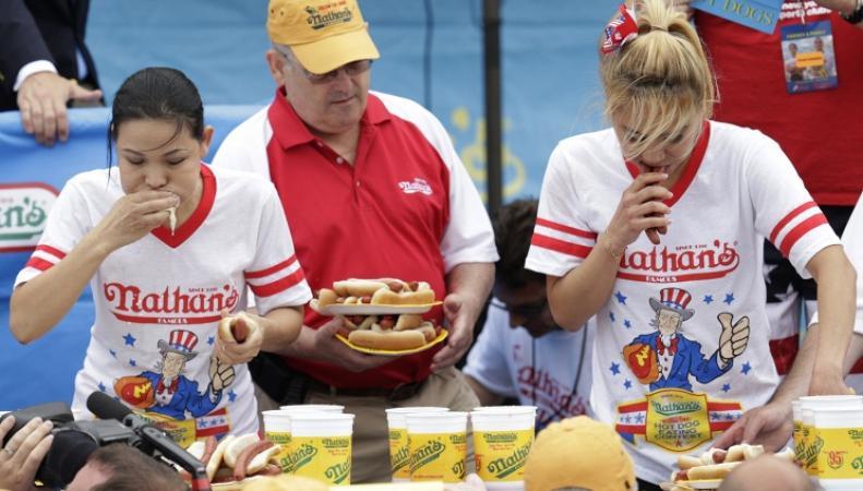 Чемпионат мира по поеданию хот-догов на скорость