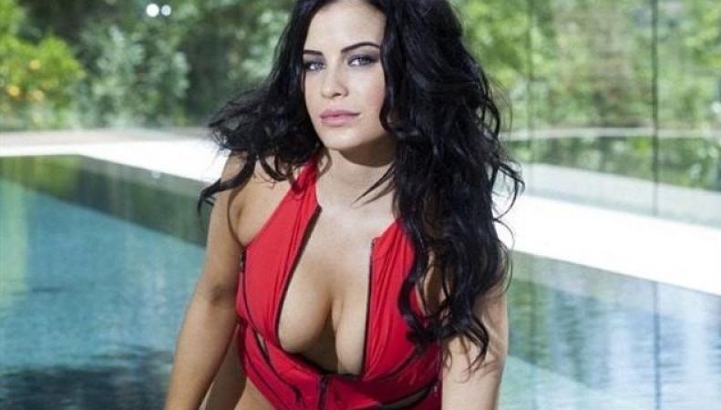 Модель Playboy избила знаменитого английского футболиста Коула