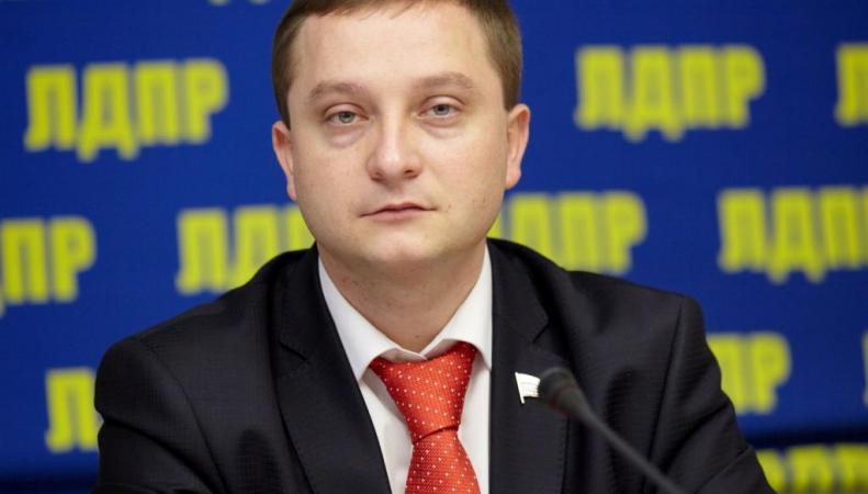 Депутат от ЛДПР призвал Минздрав проверять на предмет вируса Эбола приезжих из Африки, http://ldpr.ru