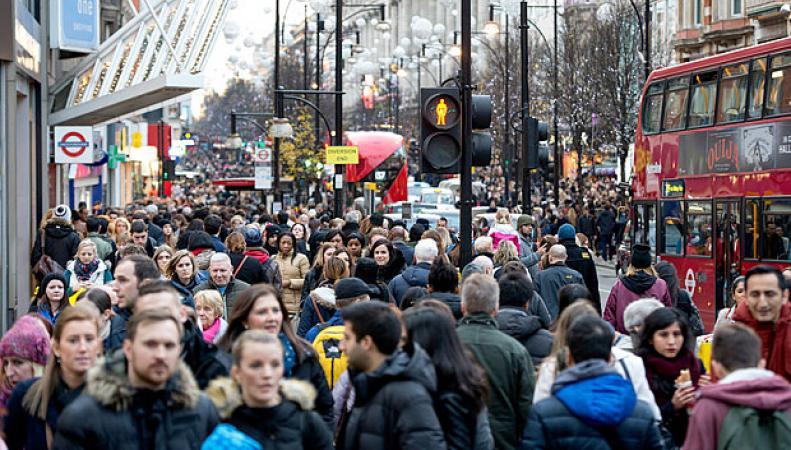 Популярная торговая улица Оксфорд-стрит