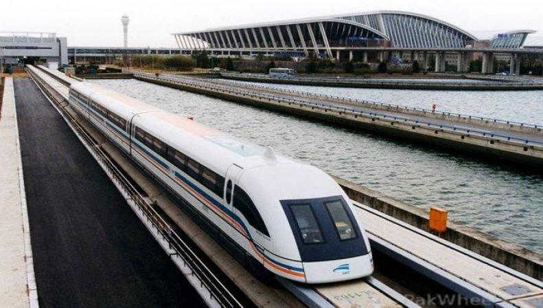 «Летающий поезд» возит японцев со скоростью 500 км в час