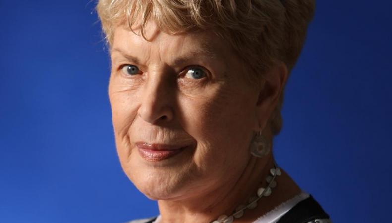 умерла британская писательница Рут Ренндел