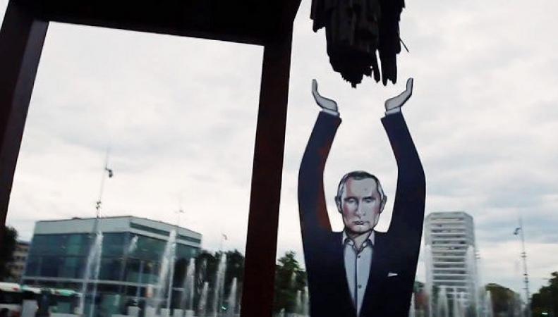 Статуя Путина в Женеве