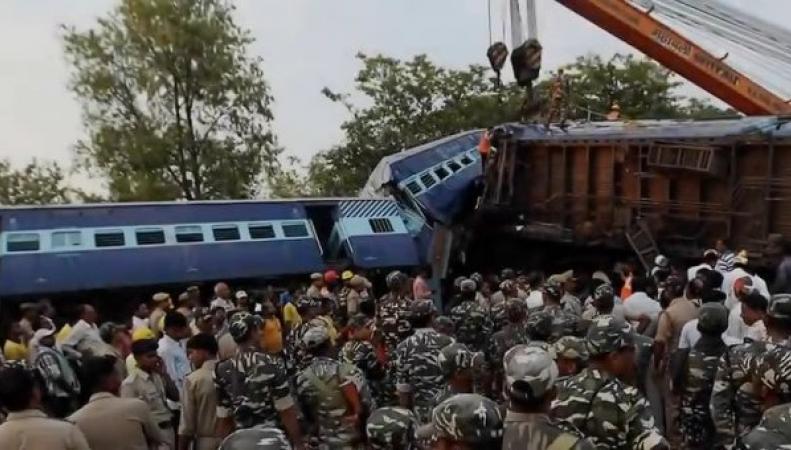 Столкновение поездов в Индии