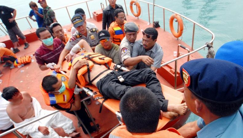 Спасение пассажиров затонувшего судно