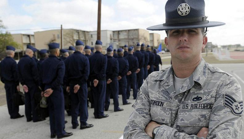 Великобритания увеличит число военных инструкторов для борьбы с ИГ
