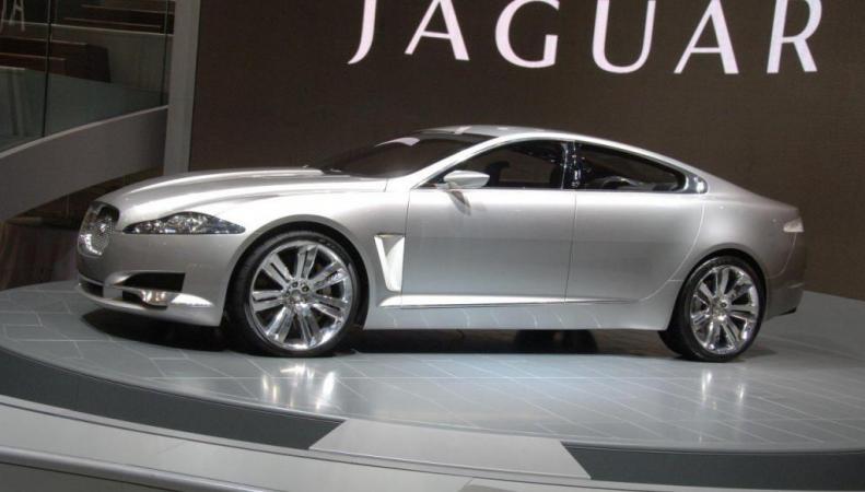 Премьера нового Jaguar XE в Париже
