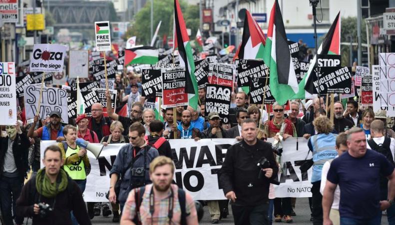марш протеста в Ньюпорте