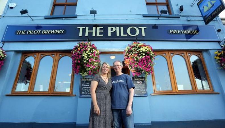 владельцы бара The Pilot