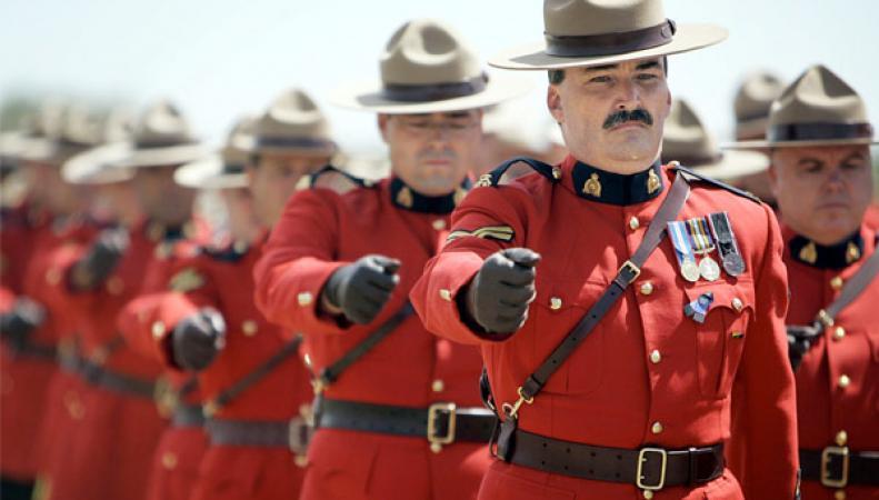 Полиция Канады предотвратила стрельбу на улице