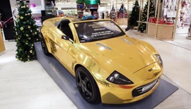 Позолоченный электромобиль