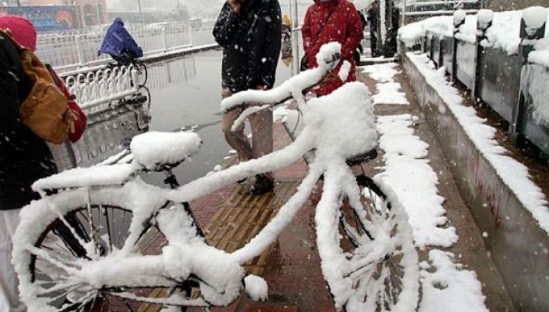 В Китае мощный снегопад обрушился на крупную провинцию