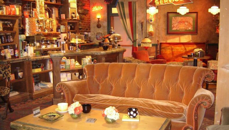 """Декорации кофейни Central Perk из сериала """"Друзья"""""""