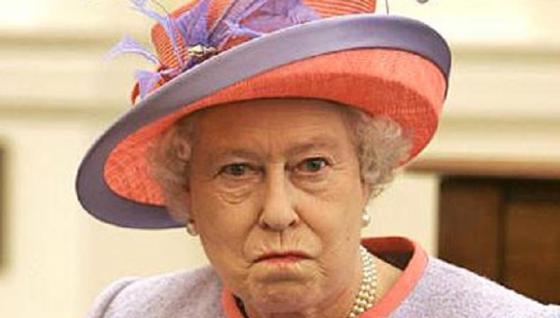 """Королева Британии угрожает """"давить Россию"""""""