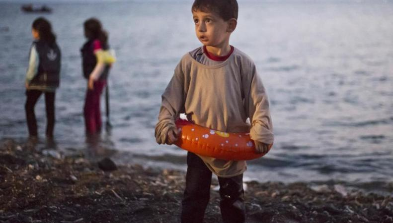 Миграционный кризис: беспризорных детей-беженцев в Греции запирают в тюрьмы
