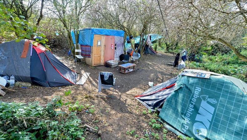 Лагерь из хижин мигрантов из Румынии в Лондоне