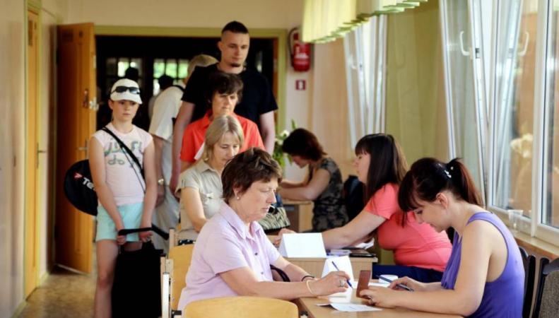 Явка на выборы в сейм Латвии превысила 57%