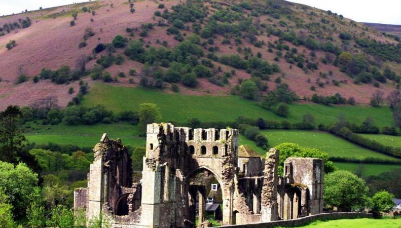 развалины замка в Уэльсе
