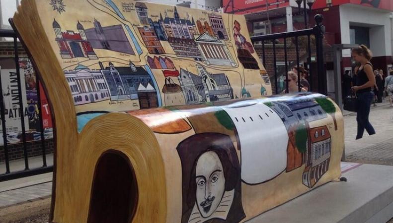 На улицах Лондона появились литературные скамейки