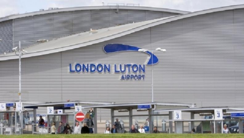 В Лутон вырнулся самолет после сообщения о плохом самочувствии экипажа