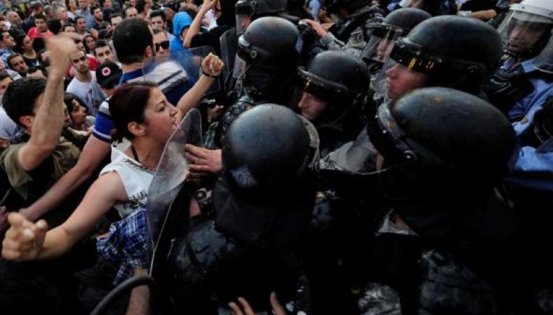 США научат Македонию дмократии за дружбу с Россией