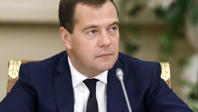 Медведев: Евросоюз и США не хотели бы помогать Украине деньгами, http://angi.ru/