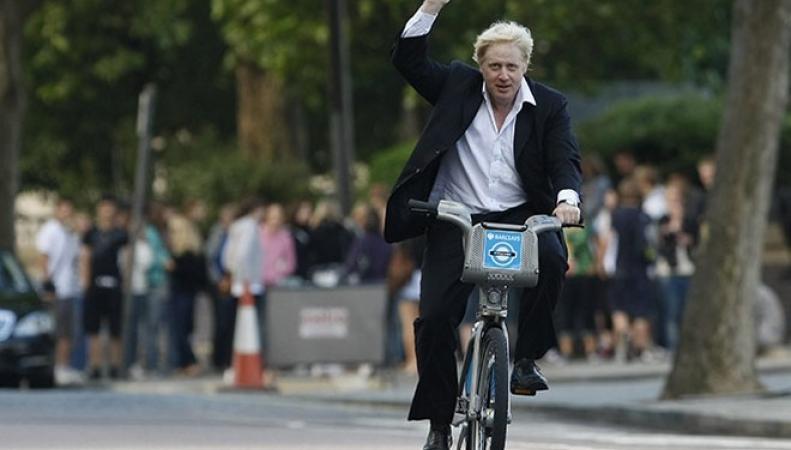 Борис Джонсон любит ездить на велосипеде