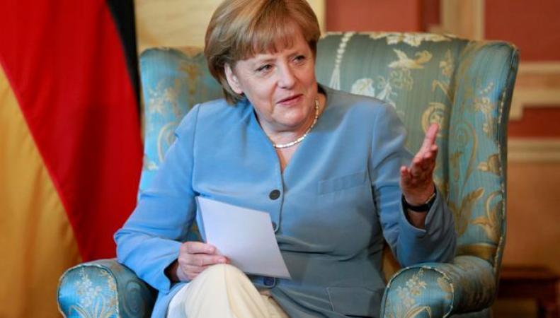 Меркель не намерена прощать долги Греции