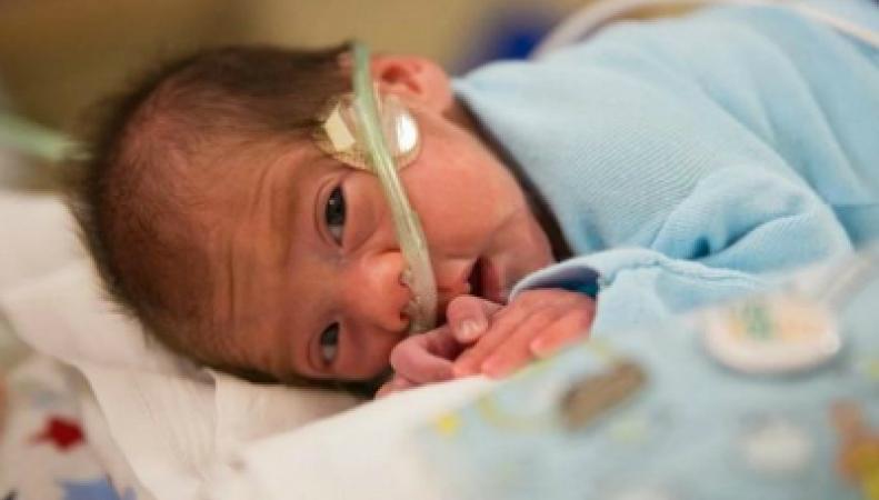 Мать этого ребенка умерла от обширного инсульта