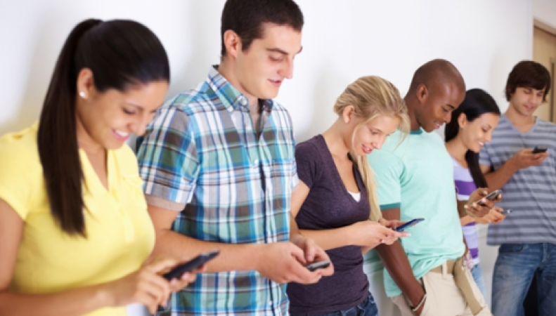 Мобильная зависимось: каждый четвертый британец впадает в панику из-за разряженного телефона