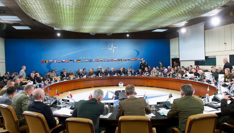 НАТО возобновляет контакты с Москвой к негодованию прибалтов