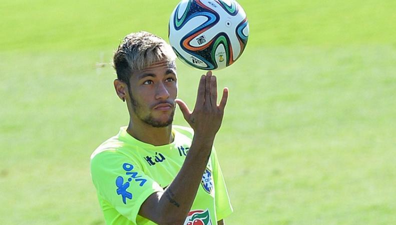 Звездный нападающий сборной Бразилии Неймар
