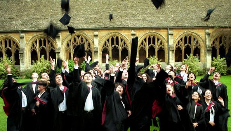 Традиционную академическую форму сейчас надевают на выпускные и экзамены
