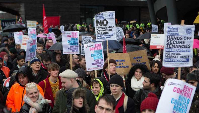 Демонстрация против роста цен на аренду жилья