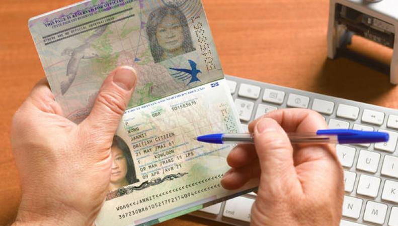 паспортный контроль иммигрантов