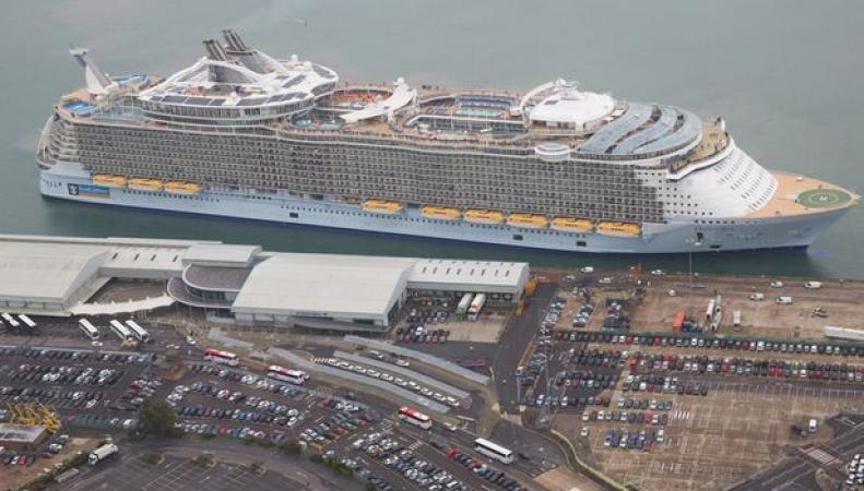 самый большой в мире лайнер
